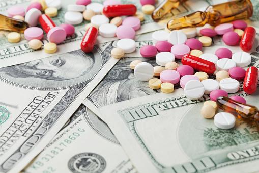 حقوق و درآمد ماهیانه دارو ساز ها، آینده شغلی رشته داروسازی